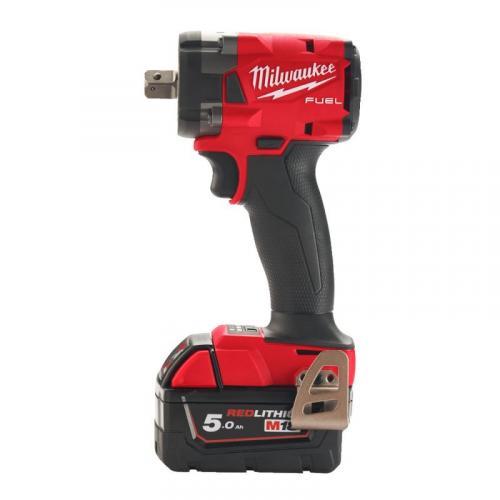 """M18 FIW2P12-502X - Klucz udarowy kompaktowy 1/2"""", 339 Nm, 18 V, 5.0 Ah, FUEL™, w walizce, z 2 akumulatorami i ładowarką"""